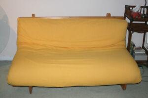 futon avec bas en bois