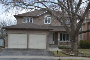 Sun filled Executive 4 Bedroom Home in Clearview , Oakville, ON