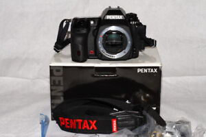 LIKE NEW PRO PENTAX K5 body with all accessories and box