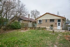 Solid brick bungalow in sought after Georgetown Oakville / Halton Region Toronto (GTA) image 4