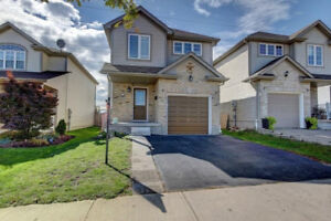 3 BED 3 BATH DETACHED IN HIGHLY DESIRABLE ACTIVA/ MAX BAKER AREA