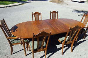 Large Wooden Dining Room Table & Six Chairs Kitchener / Waterloo Kitchener Area image 2