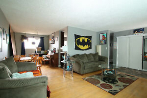 Renovated 3 Bedroom in Unbeatable Location Edmonton Edmonton Area image 3