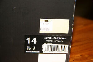 Size 14 Hi-Tec Indoor Athletic Shoes - Kingston Kingston Area image 3