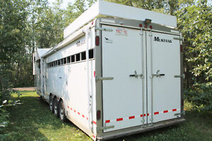 Horse Trailer with Live In Quarters