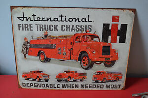 TIN SIGN INTERNATIONAL FIRE TRUCKS AD LATE 50S REPRO - PENCARTE