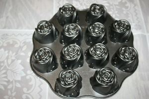 Nordic Ware Sweetheart Roses Pan