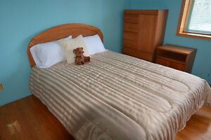 Oak Queen Size Bedroom set, Duvet cover and 3 pillows REDUCED