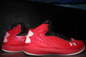 Youth Under Armour baskteball shoes
