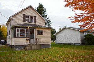 3 BEDROOM HOUSE FOR RENT - Dieppe - Utilities Included