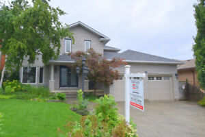 2 Storey- 4 Bedroom Lower Stoney Creek (off Dewitt)