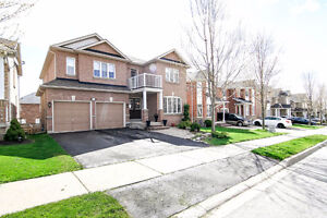 4-Bedroom House in Newmarket for rent (Yonge/Davie)