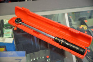 Performance Tool M198 Click-Type 100Ftlbs Torque Wrench
