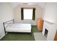 Very large double room in a traditional house in Putney