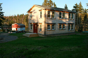 Charming Oceanfront House, 35 minutes to Halifax!