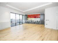 2 bedroom flat in Grantham House, City Island E14