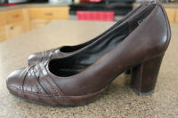 Size 9 Brand New Leather Brown Clarks Heels $15 Firm