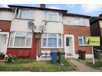 2 bedroom flat in Kenton Road, Harrow, HA3