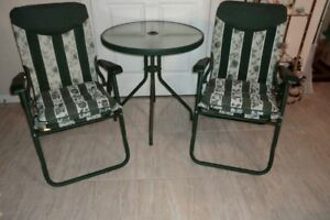 PATIO FURNITURE 2 CHAIRS AND TABLE - ASKING $30.00