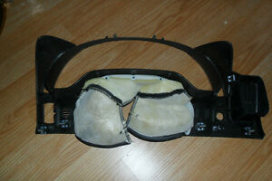 2005 Corvette Speedo trim bezel London Ontario image 2