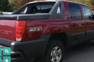 2004 Chevrolet Avalanche 4x4 Truck LOW KM loaded features