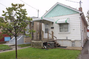 BUNGALOW HOUSE FOR RENT NEAR WARDEN/KENNEDY STATION
