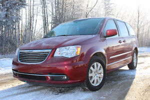 2014 Chrysler Town & Country Touring  ***PRICE REDUCED***