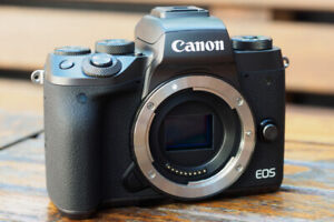 Canon M5 24 mégapixell and wide angle lens canon m 11-22mm