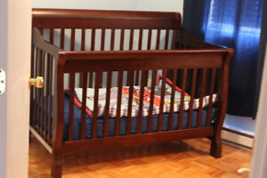 Crib/Double bed in great condition and drawers