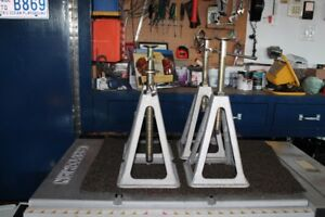 stabilizing jack stand