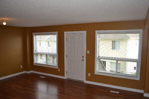Rooms for rent, great for students. Close to Western London Ontario image 2