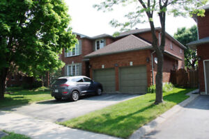 Beautiful House at Oakville Glen Abbey For Lease