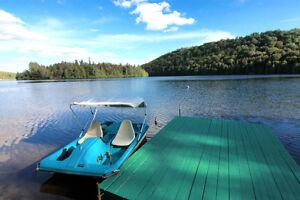 Superbe chalet au bord du Lac Pauzé - Clé en main, tout meublé!!