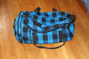 Dakine large duffle bag travel gym tote 25 x 13 x 13 inches exce