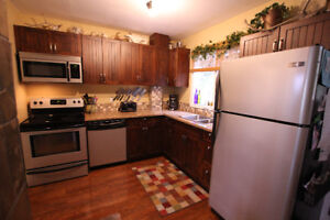 3 Bedroom Townhouse-fully furnished/stocked, Corporate Rental