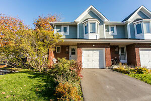 END UNIT!! 3+1 BED, 2 BATH TOWNHOME IN QUIET NEIGHBOURHOOD!!
