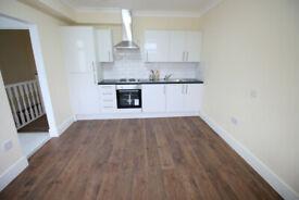 Studio flat in Hanworth Road, HOUNSLOW, TW4(Ref: 1460)