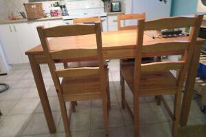 Table et quatre chaises IKEA INGO / IVAR en pin massif VENDU