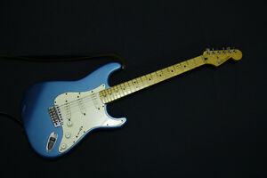 Fender Stratocaster 500$