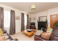 Spacious 3 Bedroom Flat Ferry Road with Great Bus Links