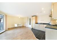 2 bedroom flat in Christopher Bell Tower, 1 Pancras Way, Bow, E3