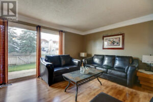 3 Bdr. TOWNHOUSE * Fully Furnished * Utilities Included *