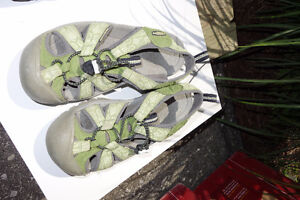 Keen boys sandals shoes in light green, size 4.5