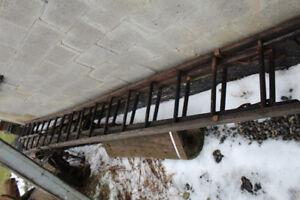 Tres grande Echelle en Bois antique 2 morceaux 16 pieds 32 pieds