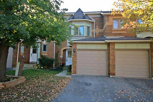 Beautiful 3+1 Bedroom Townhome In Family Community Area