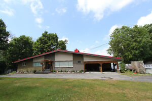 OPEN HOUSE SUN 18 SEPT -Waterfront bungalow on the Ottawa river!
