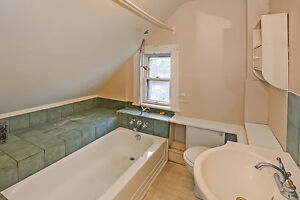 Updated Duplex in South London London Ontario image 11