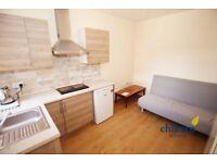 Studio flat in Crawley Road, Luton, LU1