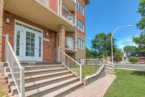 RENOVATED -PIERREFONDS - 2BR CONDO For Sale A Vendre 2CH - 4 1/2