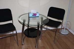 Glass coffee table with 2 black chairs